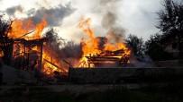 Çorum'da Yangın Açıklaması Alevler Ev Ve Camiye Sıçradı
