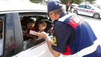 Jandarma Ve Polis Bu Kez Çocukları Trafikte Görevlendirmek İçin Durdurdu