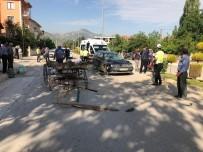 Otomobille At Arabası Çarpıştı Açıklaması 1'İ Ağır 2 Yaralı