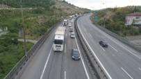 D100 KARAYOLU - TEM Otoyolu'nda Bayram Tatilcilerinin Oluşturduğu Yoğunluk Akşam Saatlerinde Arttı