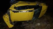 Ticari Taksi Dereye Yuvarlandı Açıklaması 1 Ölü, 3 Yaralı