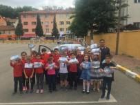TRAFİK KURALLARI - Jandarma'dan Öğrencilere 'Sürücü Seyahat Karnesi' Dağıttı