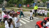 TRAFİK KURALLARI - Minikler Akülü Arabalarla Trafik Kurallarını Uygulamalı Öğrendi