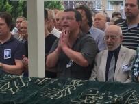FATIH SULTAN MEHMET - 12 Saat Denizde Mahsur Kalan Muhasebeci Babasını Son Yolculuğuna Uğurladı