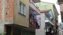 KOZCAĞıZ - Balkondan Düşen Küçük Çocuk Ağır Yaralandı