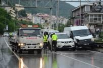 KARADENIZ SAHIL YOLU - Karadeniz Sahil Yolu'nda 5 Araç Birbirine Girdi Açıklaması 4 Yaralı