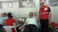 Mustafakemalpaşa Kaymakamı Koçberber'den Kan Bağışına Destek