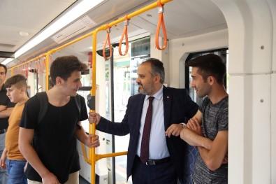 Başkan Aktaş Metroya Binerek Vatandaşları Dinledi