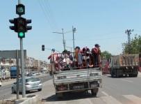 Diyarbakır'da Tarım İşçilerinin Kamyonette Tehlikeli Yolculuğu