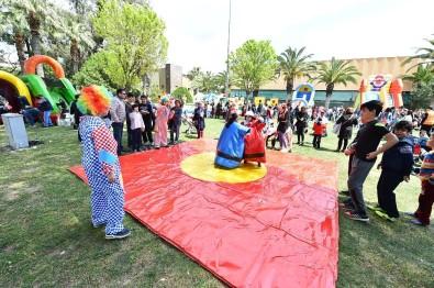 İzmir Büyükşehir Belediyesi'nden Çocuklara Karne Hediyesi
