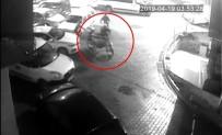 YEŞILCE - Mavi Eldivenli Motosiklet Hırsızları Güvenlik Kamerasına Yakalandı