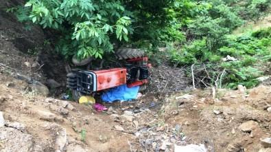 Sarıgöl'de Traktör Devrildi Açıklaması 1 Ölü,1 Yaralı
