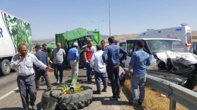 Traktör İle Minibüs Çarpıştı Açıklaması 6 Yaralı