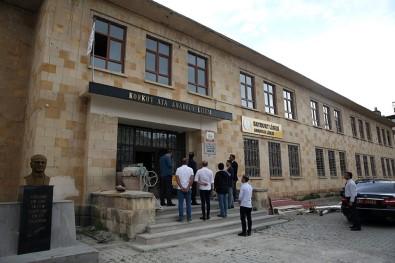 Vali Pehlivan, Tarihi Bayburt Lisesi Binasında Yürütülen Restorasyon Çalışmalarını İnceledi