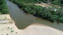 3 Yıldır Köylüler Ulaşımlarını Sandallarla Sağlıyor