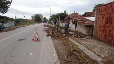 Aslanapa'da Çevre Düzenleme Ve Kilitli Parke Döşeme Çalışmaları