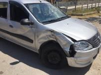 Motosikletle, Hafif Ticari Araç Çarpıştı Açıklaması3 Yaralı