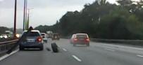 ARAÇ KAMERASI - TEM'de Lastiği Çıkan Otomobil Tehlike Saçtı