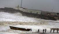 MUMBAI - Vayu Kasırgası Hindistan'a Yaklaşıyor Açıklaması 300 Bin Kişinin Tahliyesi Sürüyor