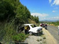 OYMAPıNAR - Virajı Alamayan Otomobil Yoldan Çıktı Açıklaması 4 Yaralı
