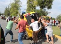 TİCARİ TAKSİ - Antalya'da Kazada Ters Dönen Ticari Taksiye İmece Usulü Kurtarma