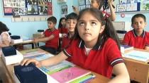 MILLI EĞITIM BAKANı - Bakan Selçuk öğrencilere karne dağıttı