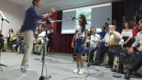 AYDIN DOĞAN - Burhaniye'de Yetişkinler Saz Çaldı Öğrenciler De Türkü Söyledi