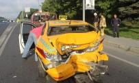 TİCARİ TAKSİ - Edirnekapı E-5'Te Taksi İle Minibüs Çarpıştı Açıklaması 1 Yaralı