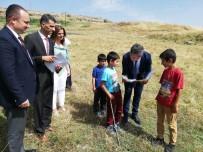 HÜSEYİN ÇELİK - İl Milli Eğitim Müdürü Taşçıer Çobanlık Yapan Öğrencilerin Karnelerini Arazide Verdi