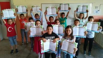Pazaryeri'nin Tek Köy Okulunda Karne Heyecanı