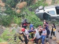 KADIN SÜRÜCÜ - Şarampole Yuvarlanan Araçtaki 1 Kişi Yaralandı