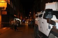 POMPALI TÜFEK - Seyir Halindeki Otomobile Çapraz Ateş Açıklaması 2 Yaralı