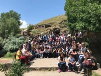 OKUL MÜDÜRÜ - Tatvanlı Öğrenciler Ahlat'ı Gezdi