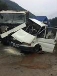 Trabzon'da Kamyon İle Kamyonet Çarpıştı Açıklaması 1'İ Ağır 2 Yaralı