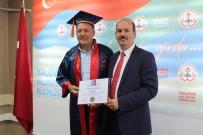 50 Yaşında Üniversite Mezunu Oldu