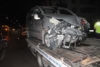 YOLCU MİNİBÜSÜ - Minibüsle, Hafif Ticari Araç Çarpıştı Açıklaması 3 Yaralı