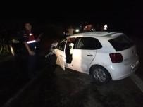 Otomobil İle Hafif Ticari Araç Çarpıştı Açıklaması 4 Yaralı