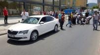 (Özel) Sultanbeyli'de Süratli Sürücü Karşıdan Karşıya Geçmeye Çalışan Kadına Çarptı