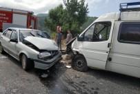 Tokat'ta Otomobil İle Minibüs Çarpıştı Açıklaması 4 Yaralı