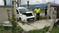 112 ACİL SERVİS - Kediye Çarpmamak İçin Kaza Yaptı Açıklaması 3 Yaralı