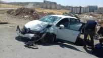 Siirt'te Otomobil İle Kamyon Çarpıştı Açıklaması 10 Yaralı