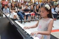 ALIŞVERİŞ MERKEZİ - Eğitimini Tamamlayan Çocuk Piyanistlerden Konser