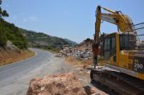 AŞIRI YAĞIŞ - Gazipaşa-Alanya Sahil Yolu Güvenli Hale Getiriliyor
