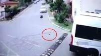 SERVİS ŞOFÖRÜ - Servis Şoförünün Yavru Kediyi Ezme Anı Kamerada