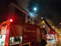 3 Katlı Bir İş Merkezinin Çatısında Yangın Çıktı