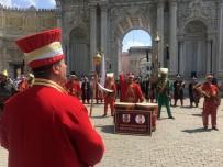 DOLMABAHÇE SARAYı - Dolmabahçe Sarayı'nda Mehter Konserine Turistlerden Yoğun İlgi