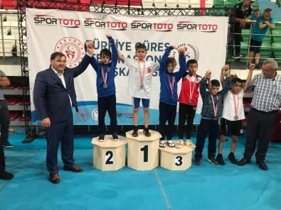 Kocaelili Minik Güreşçiler Türkiye 3.'Sü Oldu