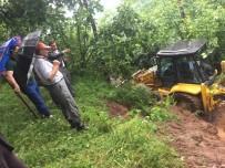 AŞIRI YAĞIŞ - Ordu'da Yağmur Sonrası Yollar Kapandı, Bahçeler Zarar Gördü