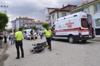ELEKTRİKLİ BİSİKLET - Otomobil Elektrikli Bisiklet Ve Motosikletle Çarpıştı, 2 Yaralı