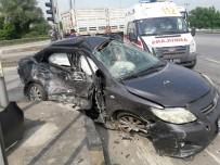 IŞIK İHLALİ - Servis Minibüsü İle Otomobil Çarpıştı Açıklaması 7 Yaralı